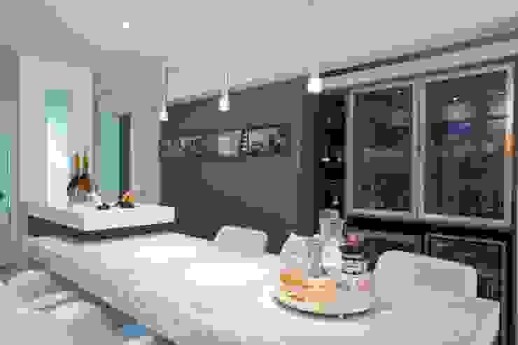 LimaRamos & Arquitetos Associados Modern Home Wine Cellar