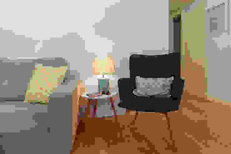 Living Room detail por Staging Factory Mediterrânico Madeira Acabamento em madeira