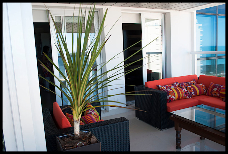 Terraza personalizada Balcones y terrazas de estilo ecléctico de Diseñadora Lucia Casanova Ecléctico
