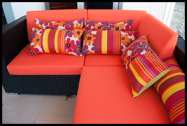 Diseñadora Lucia Casanova Balconies, verandas & terracesAccessories & decoration Orange