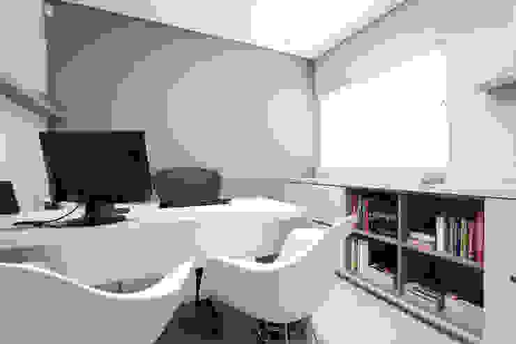 Escritório de Arquitetura Escritórios modernos por Luciana Ribeiro Arquitetura Moderno