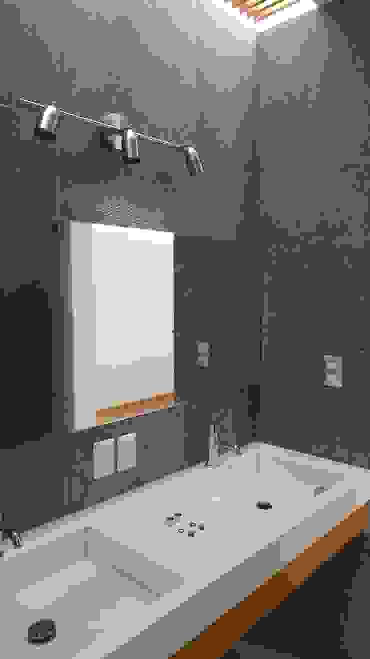 Baño metálico Baños modernos de Hogar y Cerámica S.A. de C.V. Moderno Cerámico