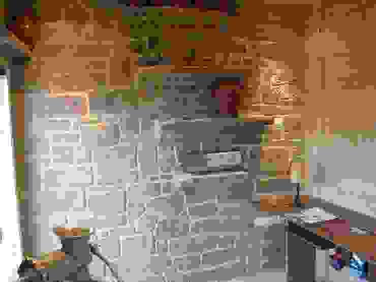 LuisyAnacb Rustic style kitchen Limestone Grey