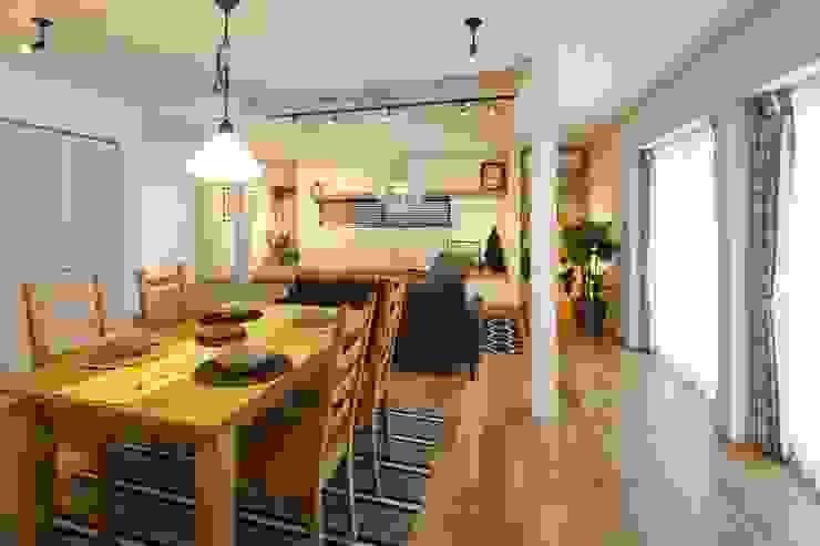 Ruang Makan Gaya Skandinavia Oleh dwarf Skandinavia