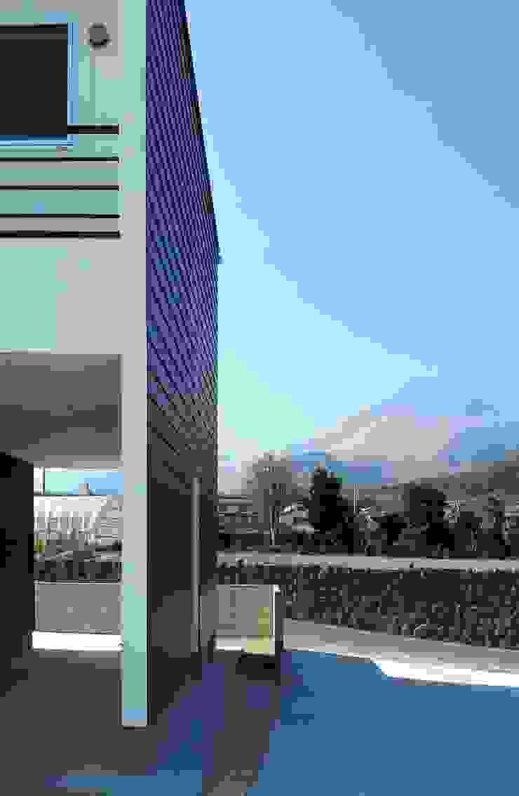 Modern Houses by SO-DESIGN建築設計室 Modern Silver/Gold