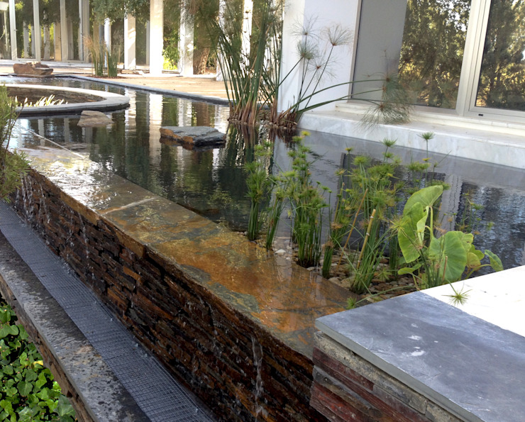Water mirror Jardins ecléticos por Atelier Jardins do Sul Eclético