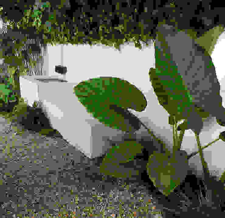 Pátio urbano Jardins ecléticos por Atelier Jardins do Sul Eclético
