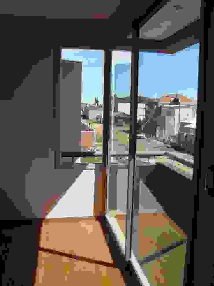 Casa PK Balcones y terrazas minimalistas de Brarda Roda Arquitectos Minimalista