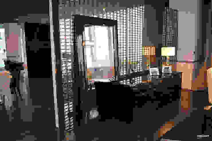 Monitor /telewizor ukryty w lustrze od Intelidom Group Sp. z o.o. Nowoczesny
