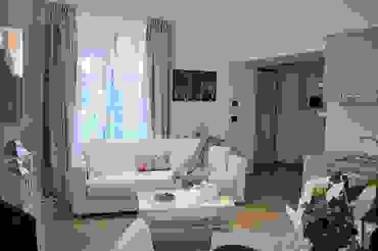 غرفة المعيشة تنفيذ Loredana Vingelli Home Decor,