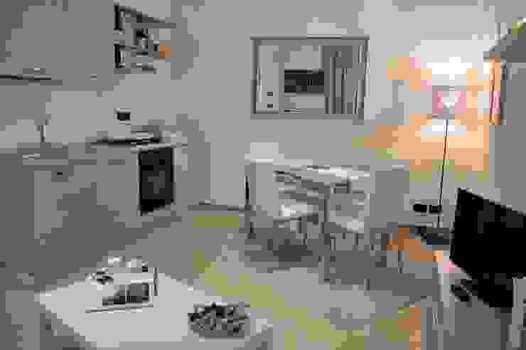 Dining room by Loredana Vingelli Home Decor