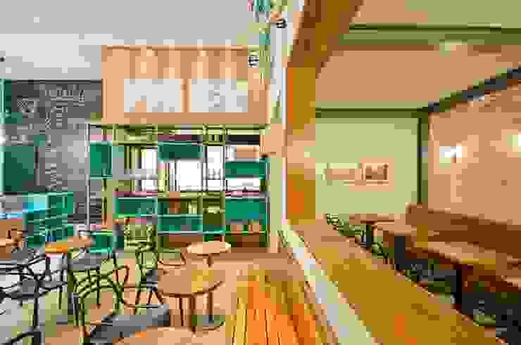 GELATERIA 130M² Espaços comerciais modernos por Elisa Vasconcelos Arquitetura Interiores Moderno
