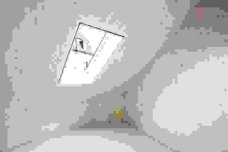 Zimmer Studio für Architektur Bernd Vordermeier Minimalistische Wände & Böden Holz Grau
