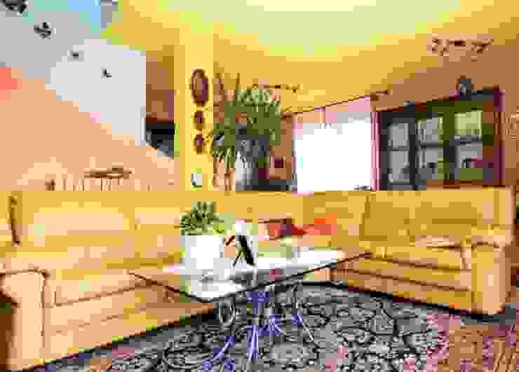 Salas de estilo moderno de ATELEON Moderno