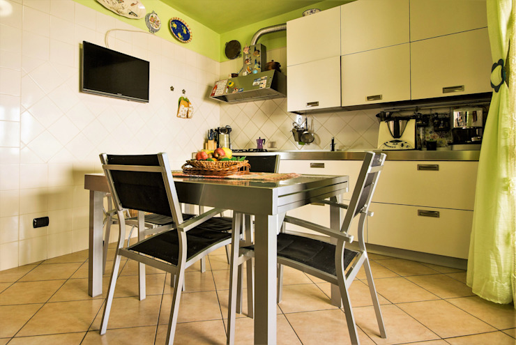 Cocinas de estilo moderno de ATELEON Moderno