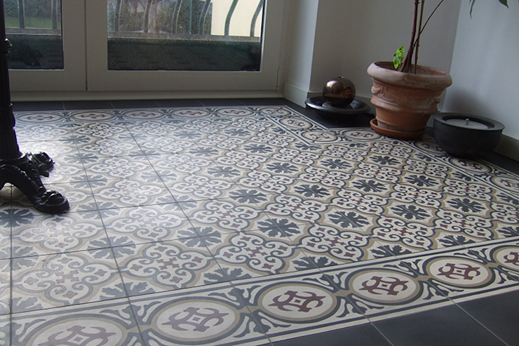 Paredes y pisos de estilo clásico de Mosaic del Sur Clásico