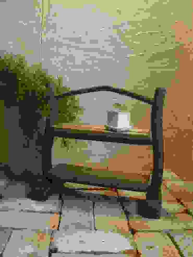 流木棚: 流木専門店 海の木が手掛けた素朴なです。,ラスティック