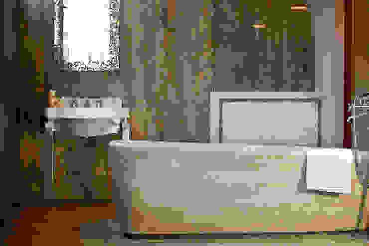 Classic style bathroom by Travertini & Pietre S.r.l. a socio unico Classic Stone