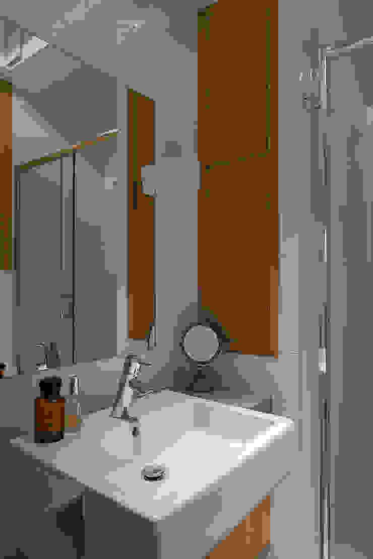 Jacek Tryc-wnętrza Classic style bathroom White