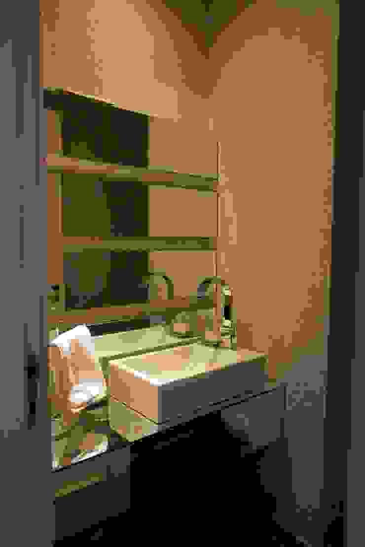 Ванная комната в стиле модерн от Patrícia Azoni Arquitetura + Arte & Design Модерн