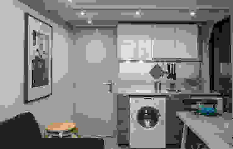 Entry/Kitchen Salas de jantar modernas por Architecture Tote Ser Moderno