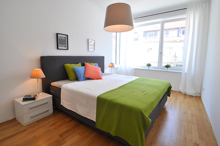 Camera da letto moderna di Karin Armbrust - Home Staging Moderno