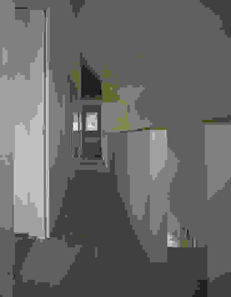 東豊中の家 モダンスタイルの 玄関&廊下&階段 の OSM-Architects モダン