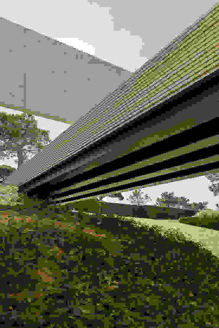 Paredes y pisos de estilo minimalista de guedes cruz arquitectos Minimalista