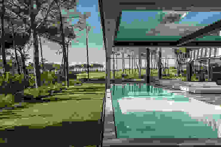 Minimalist style garden by guedes cruz arquitectos Minimalist