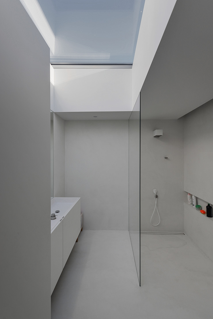Baños de estilo minimalista de guedes cruz arquitectos Minimalista