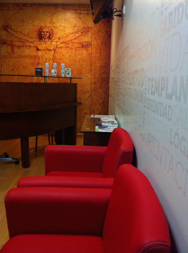 Dr. Hospital Estudios y despachos modernos de Liferoom Moderno Plástico