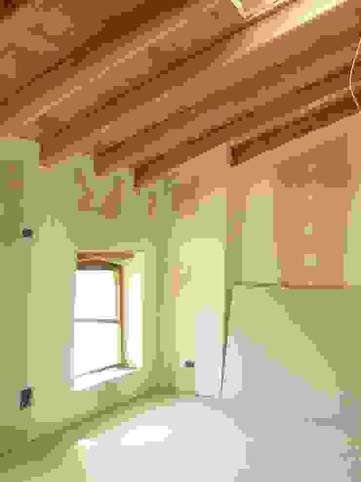 Situazione cantieristica prima dell intervento di Interior design Soggiorno moderno di GRAPHOS_DS Moderno Legno Effetto legno