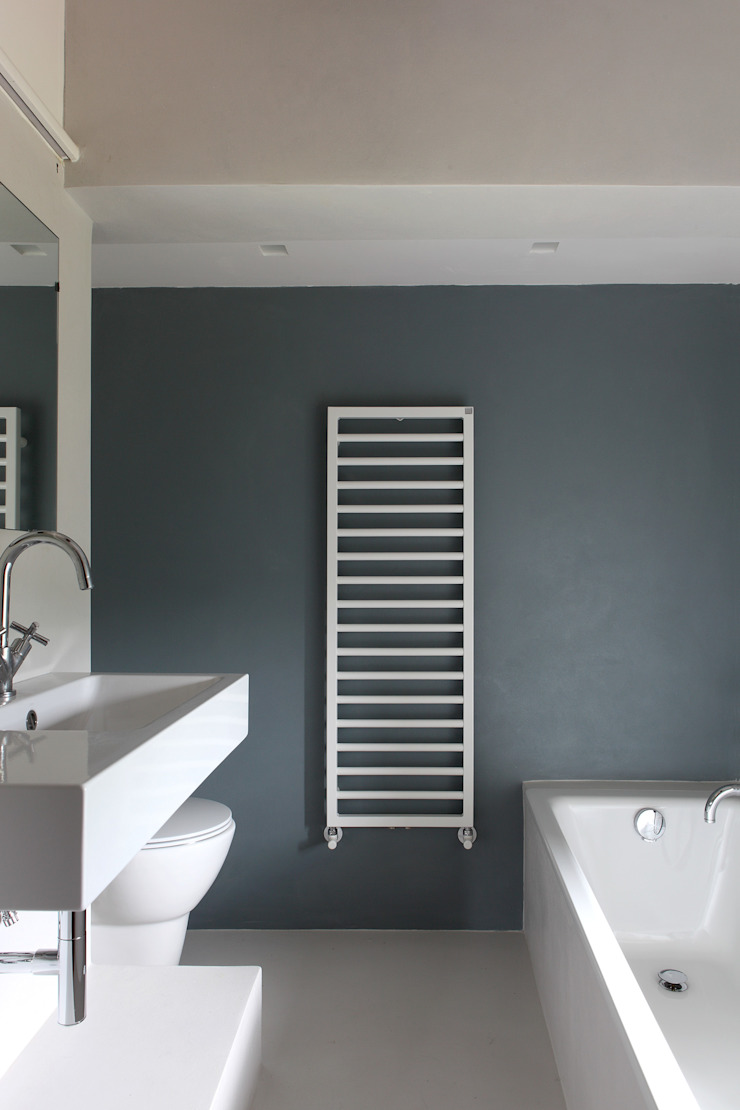 CASA A CAMPIROLI Officine Liquide Modern style bathrooms