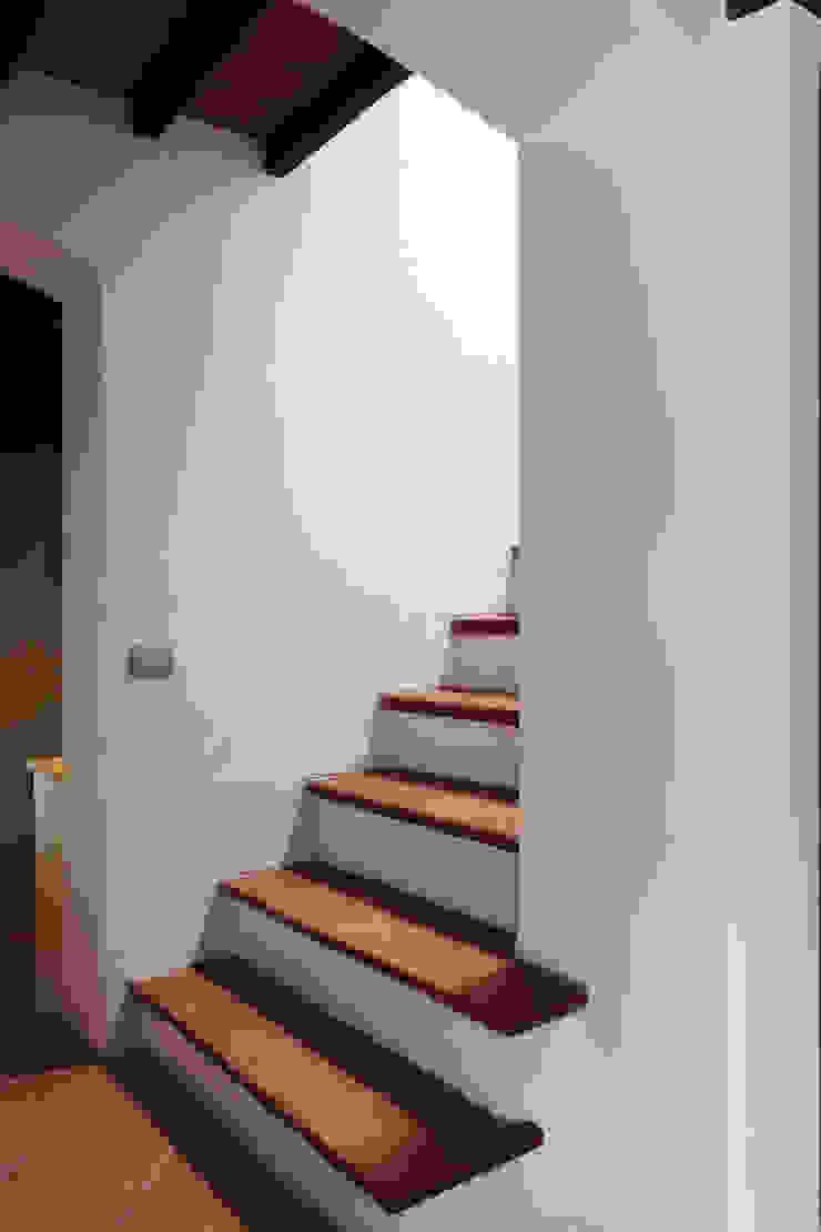 CASA A CAMPIROLI Officine Liquide Modern corridor, hallway & stairs