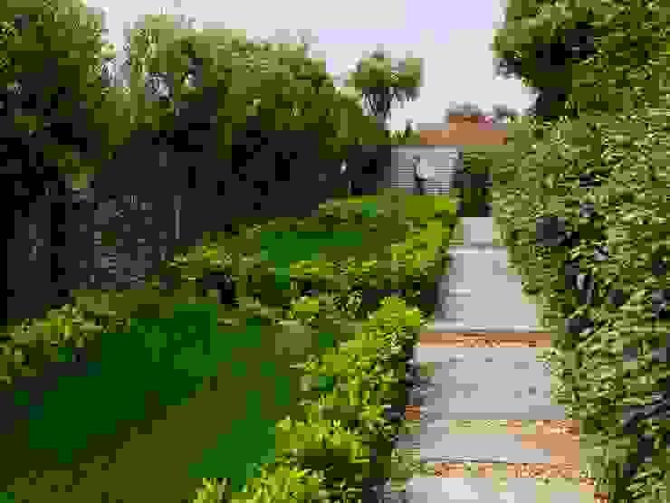 Coastal sculpture garden Modern garden by homify Modern