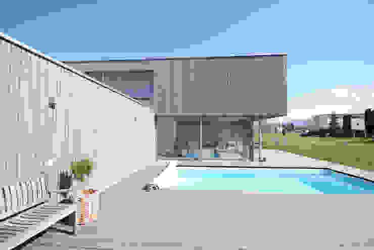 schroetter-lenzi Architekten Piscinas de estilo moderno