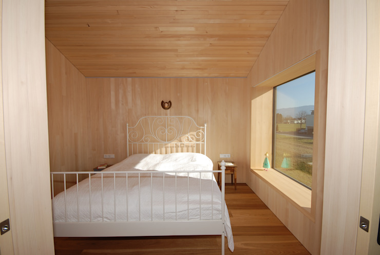 schroetter-lenzi Architekten Modern style bedroom Wood