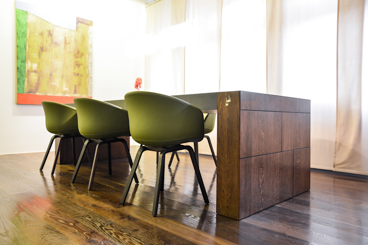 TAVOLO DI ALFONSO Modern Dining Room by Who Cares?! Design Modern