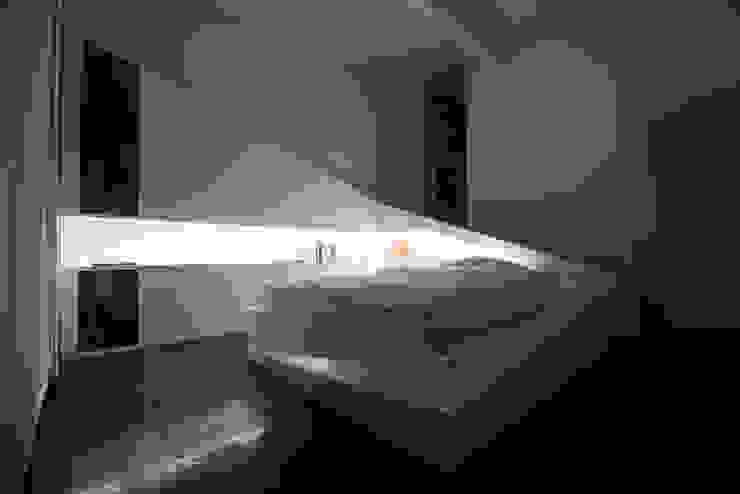 ICEBED Modern Bedroom by Who Cares?! Design Modern