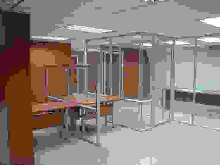 de Forma y Espacio Arquitectos Constructores CA Moderno Aluminio/Cinc
