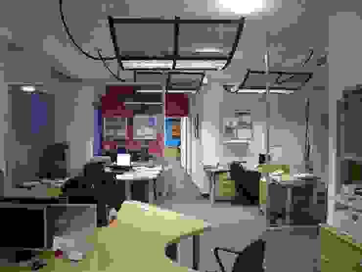 Soluciones Contables y Administrativas SAC / C.A. Forma y Espacio Arquitectos Constructores CA Oficinas y Tiendas Compuestos de madera y plástico