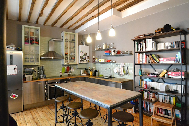 Rénovation d'un loft / Contemporain et industriel: Cuisine de style  par Gembu Interior Design