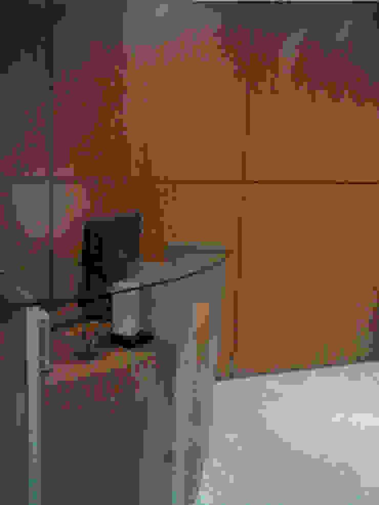 Oficina Constructora MIOLCA .C.A. Forma y Espacio Arquitectos Constructores CA Oficinas y Tiendas Compuestos de madera y plástico