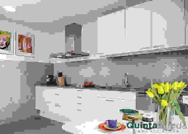 Cozinhas  por Quinta Strada - Ceramic Store