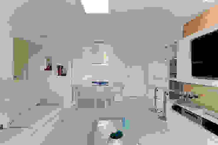 Moderne Wohnzimmer von RAFAEL SARDINHA ARQUITETURA E INTERIORES Modern