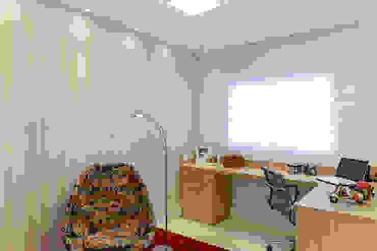 Bureau de style  par RAFAEL SARDINHA ARQUITETURA E INTERIORES, Moderne