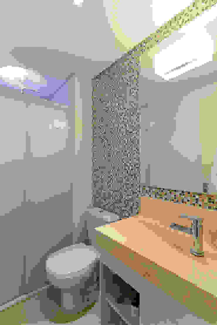 RAFAEL SARDINHA ARQUITETURA E INTERIORES Modern style bathrooms