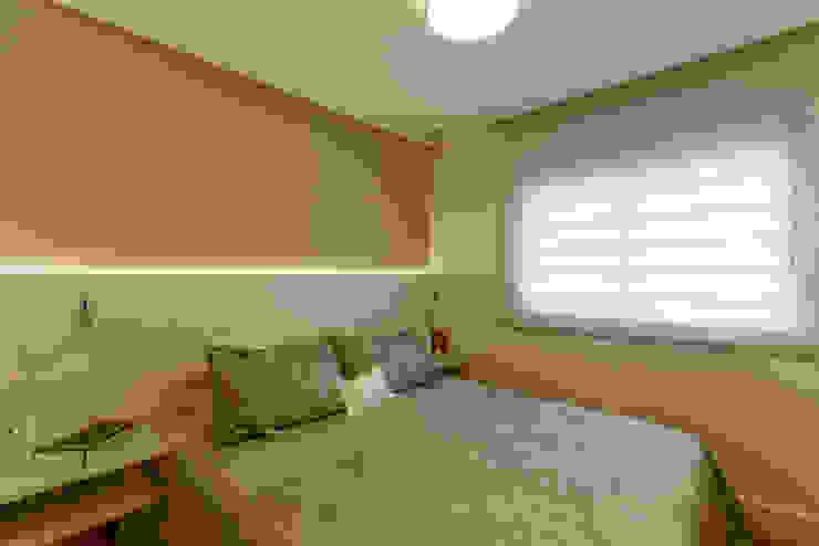 Modern style bedroom by RAFAEL SARDINHA ARQUITETURA E INTERIORES Modern