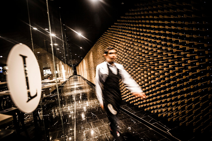 La legendaria Pasillos, vestíbulos y escaleras modernos de Miguel de la Torre Arquitectos Moderno