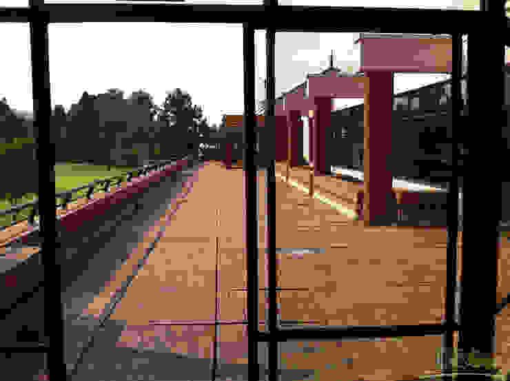 Terraza - Bar Serrezuela Country Club de Esbozo Taller de Arquitectura SAS Moderno